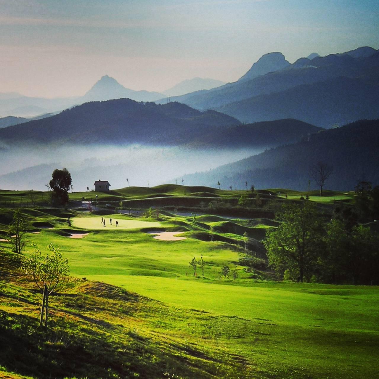En el norte teneis campos de golf con casas y piscina for Piscinas de artxanda